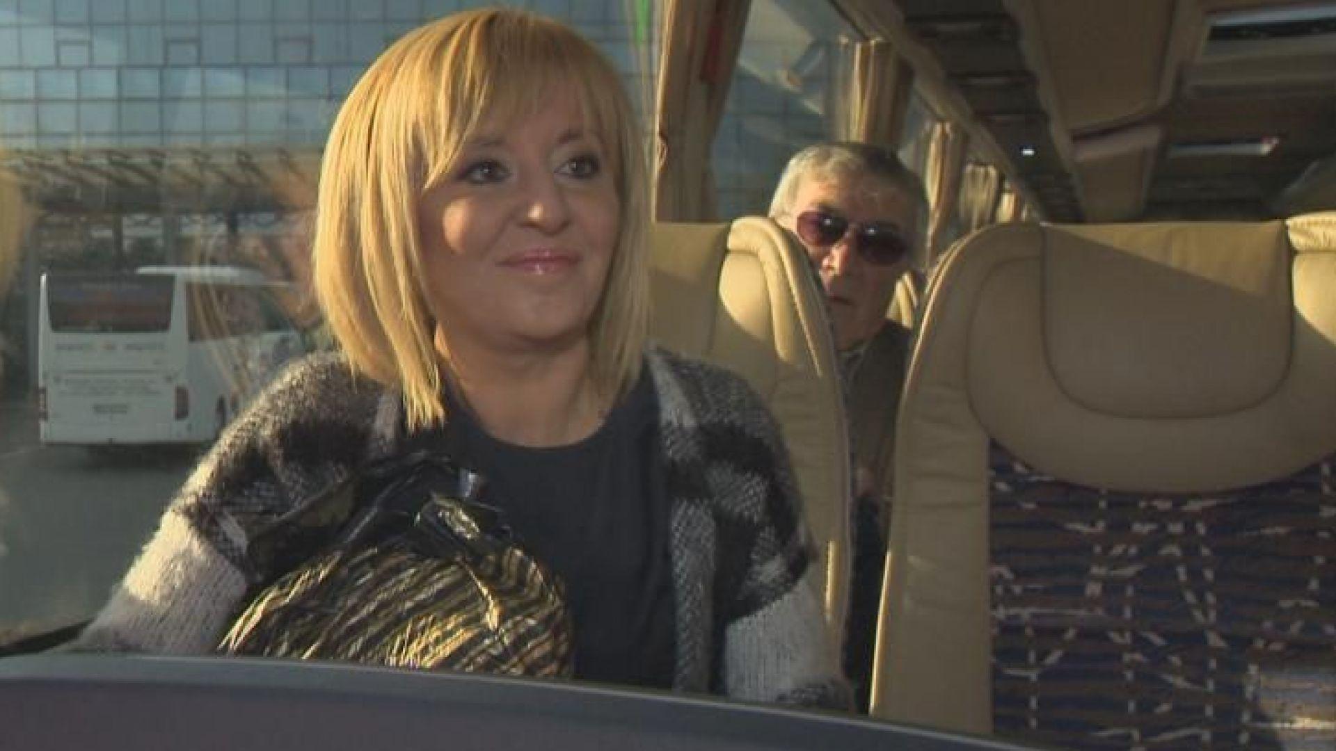 Мая Манолова в автобуса за Стара Загора: Никой няма да ме спре да работя