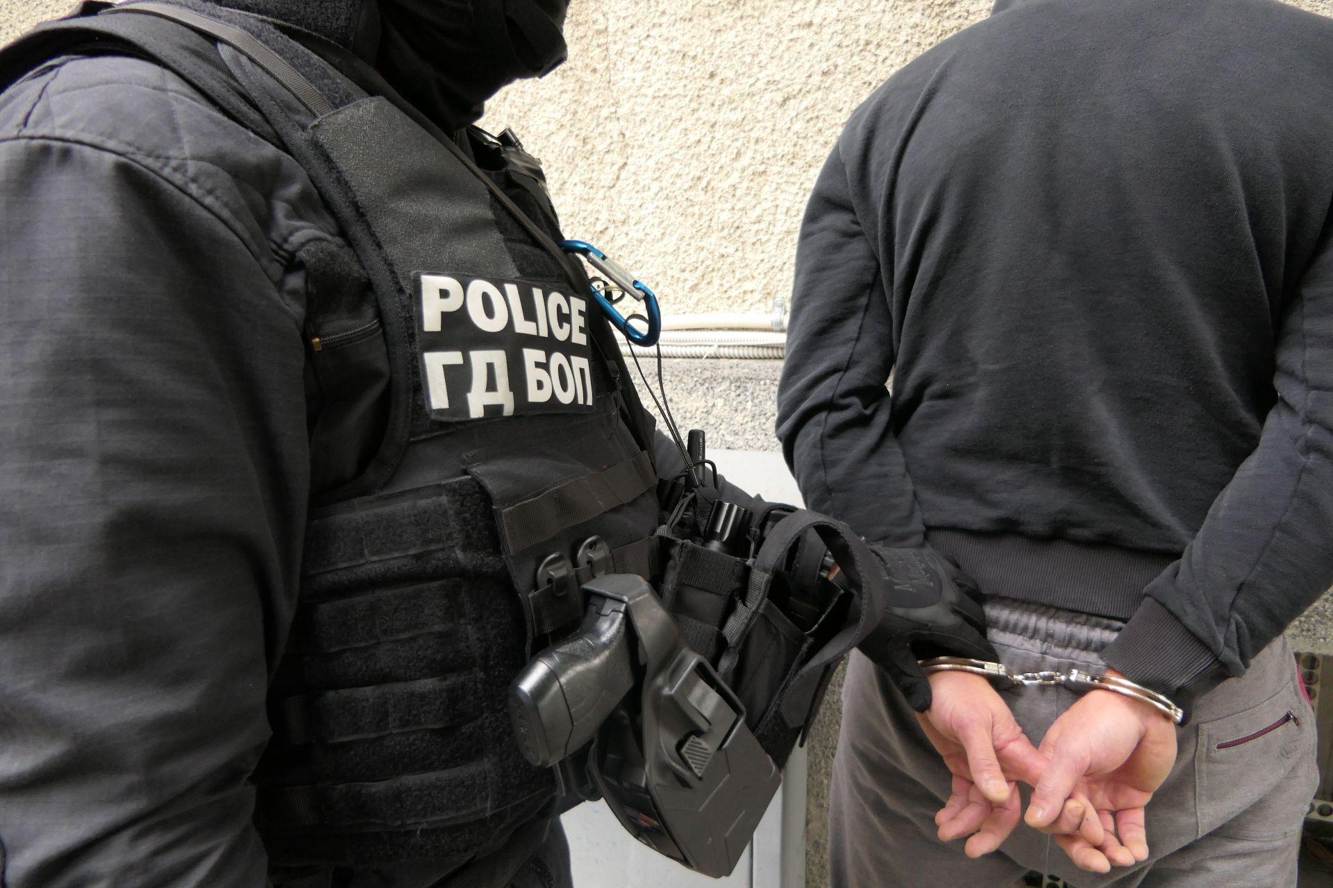 Трима души са задържани