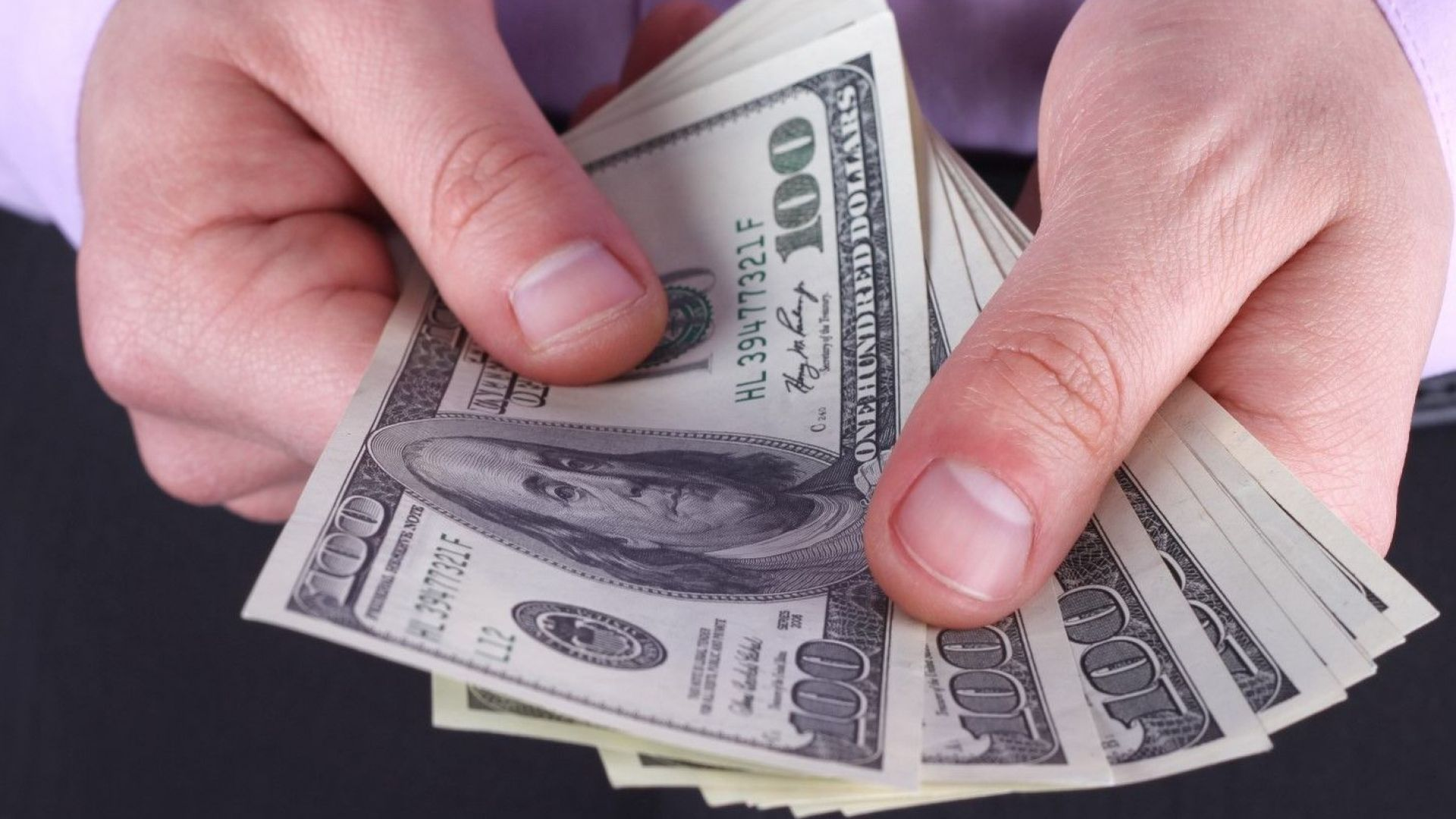 Доларът поскъпва до 18-месечен максимум