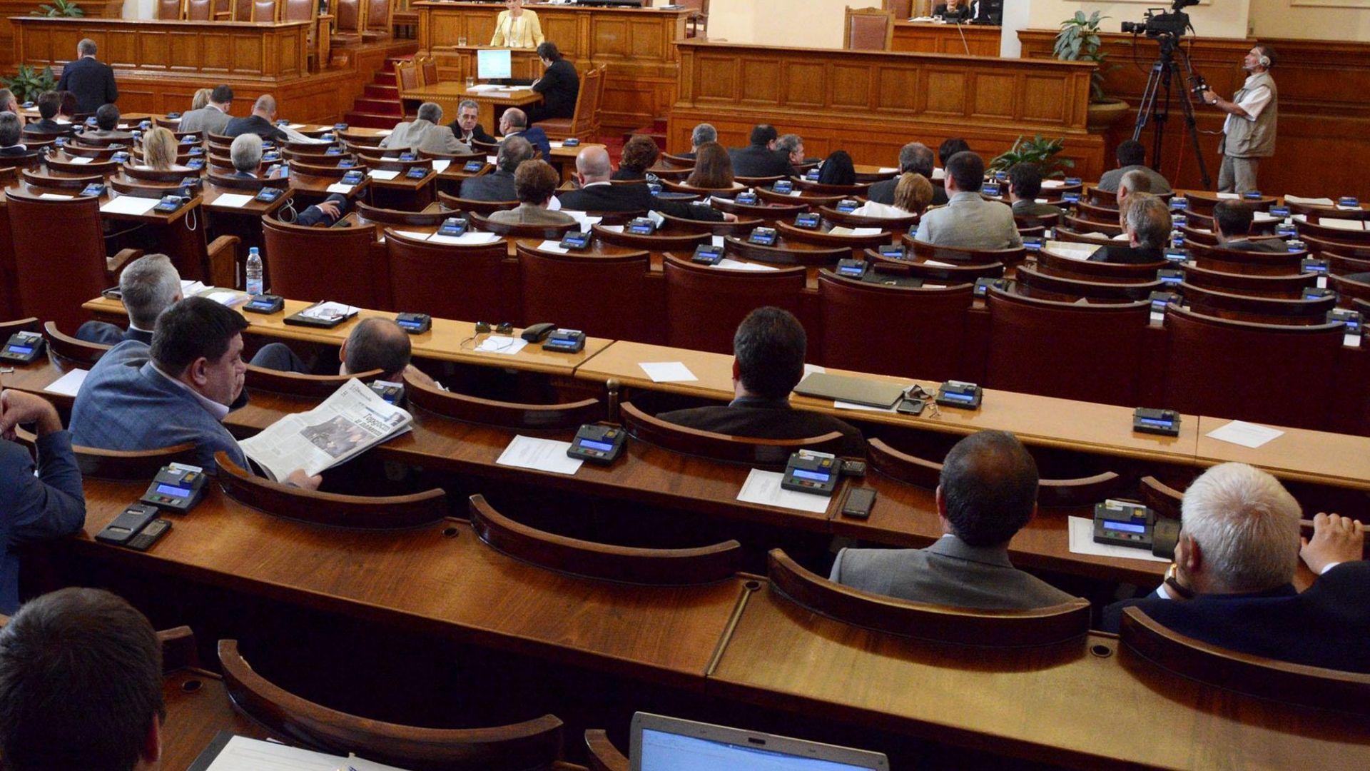 Народното събрание започва работа, партиите ще четат декларации