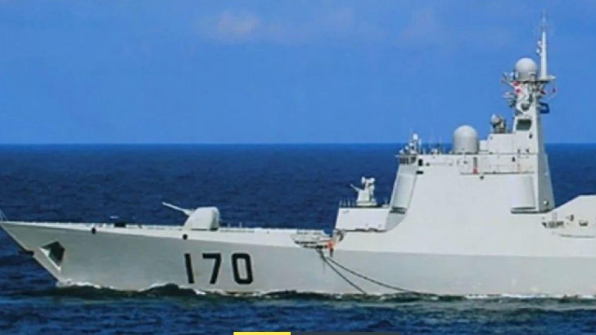 Военни кораби на САЩ и Китай се сближиха опасно (видео)