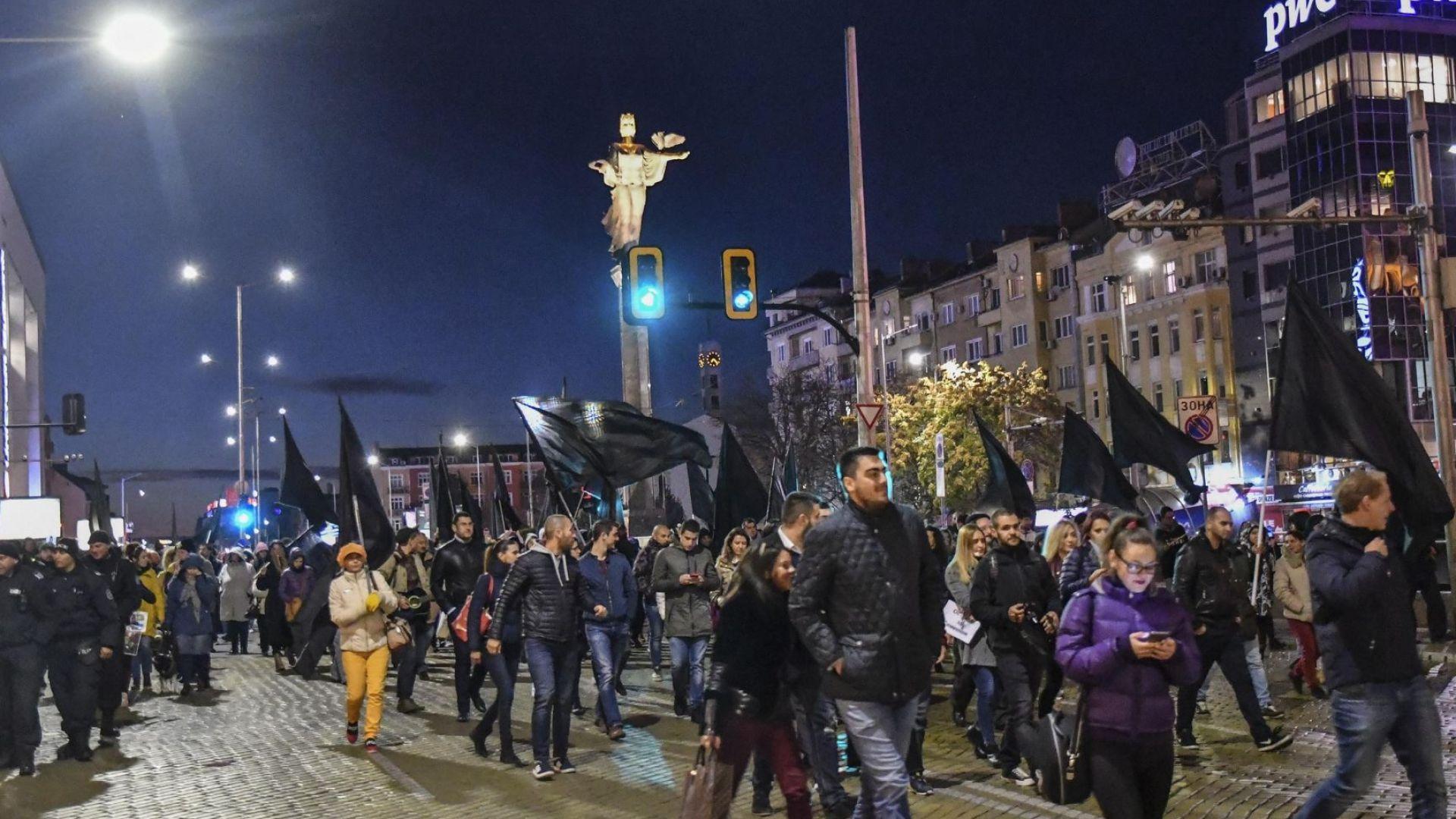 """Протестиращите разписаха """"оставката"""" на Валери Симеонов"""