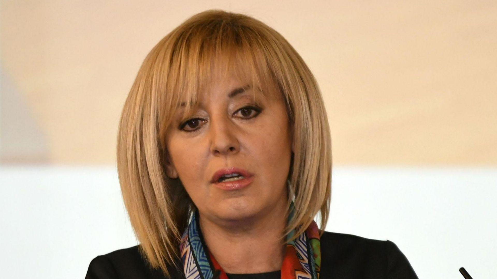 Мая Манолова атакува пред КС забраната пенсионери да заемат държавна служба