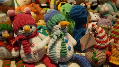 Благотворителен базар събират средства за деца в нужда