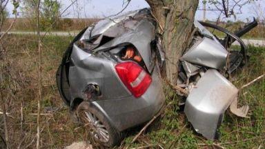 Млада жена загина във Видинско след удар на колата й в дърво