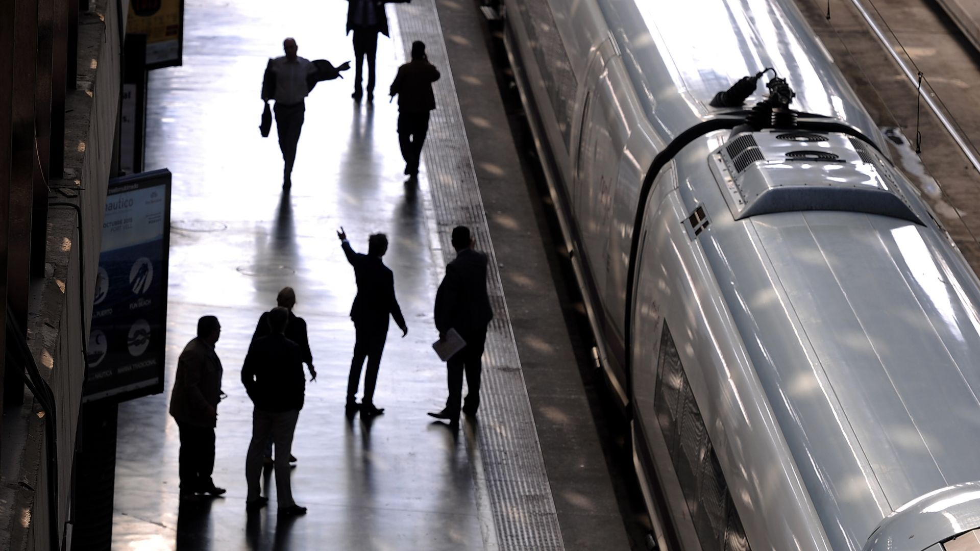 Евакуираха две жп гари в Мадрид и Барселона заради бомбени заплахи