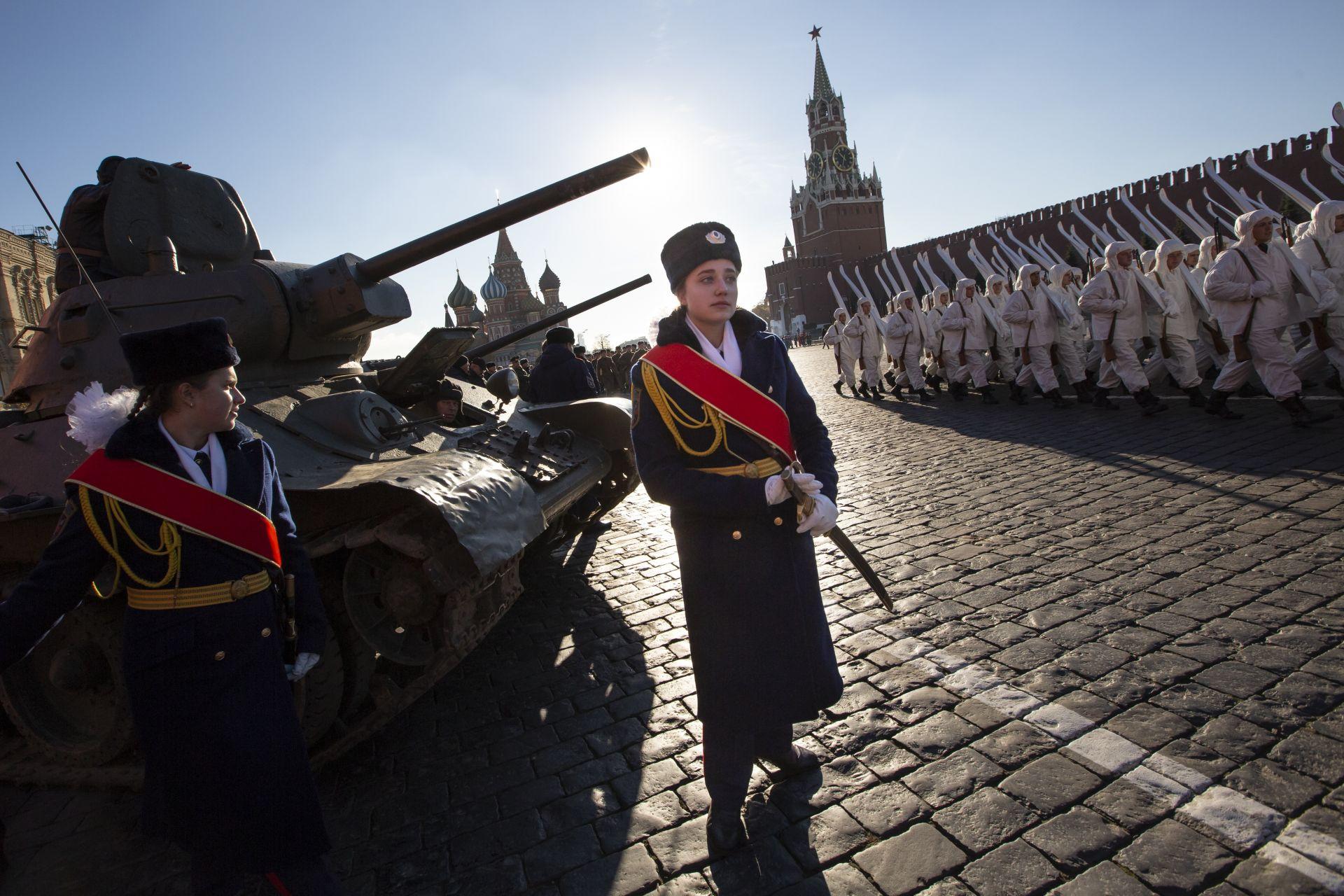 Възстановка на историческия парад от 1941 г. в Москва