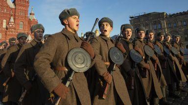 Русия пресъздаде историческия парад от 1941 г. (снимки и видео)