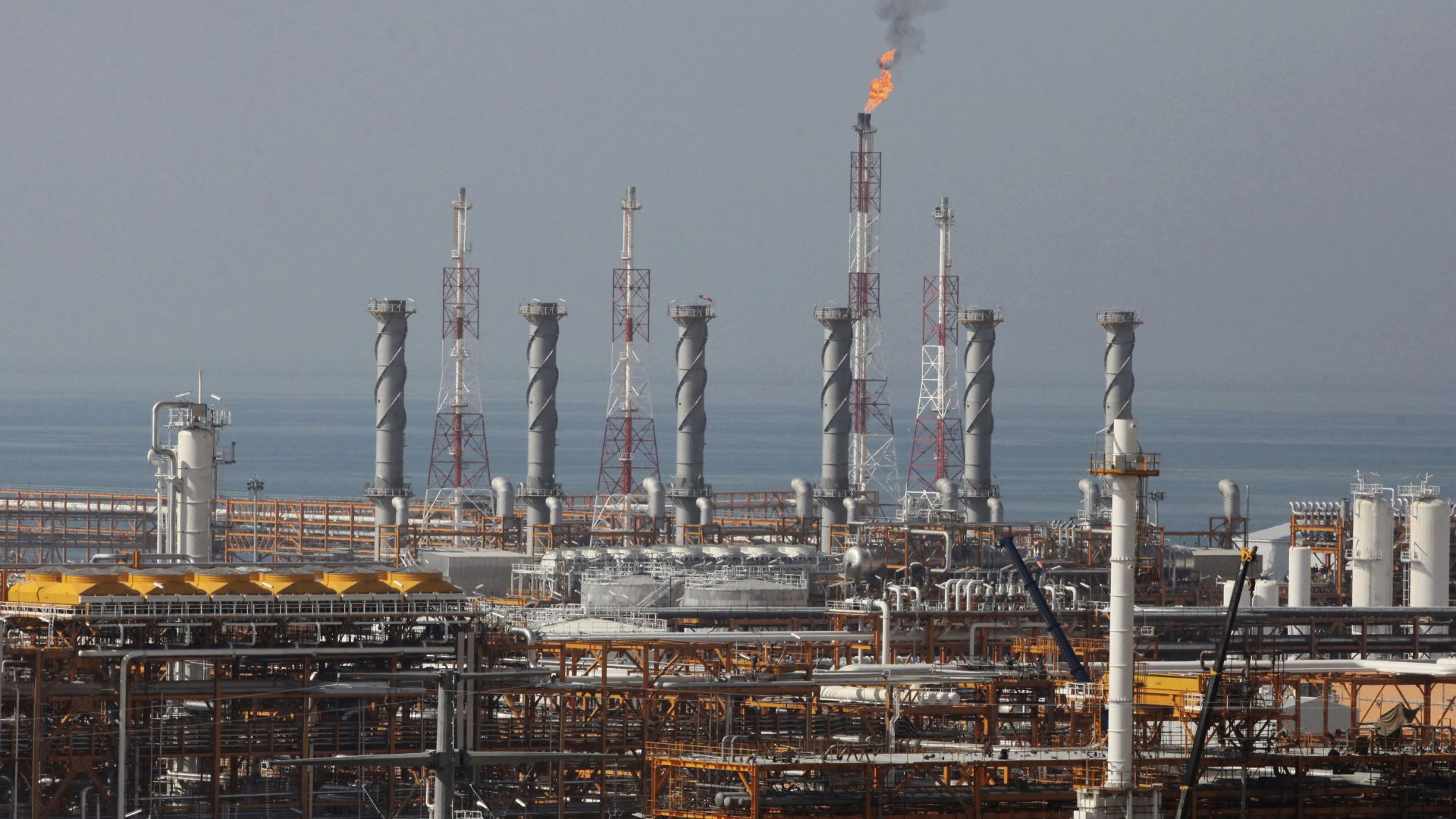 ЕК разочарован от СУИФТ за изключването на иранските банки