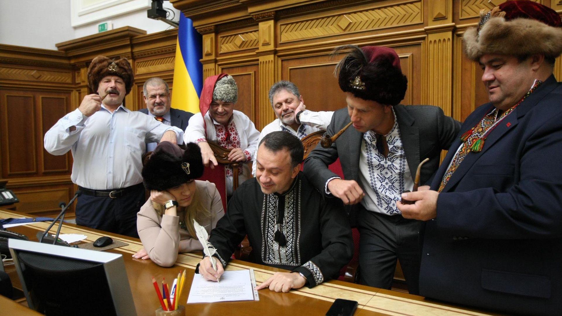 Украински депутати се преобразиха на казаци и написаха писмо до Путин