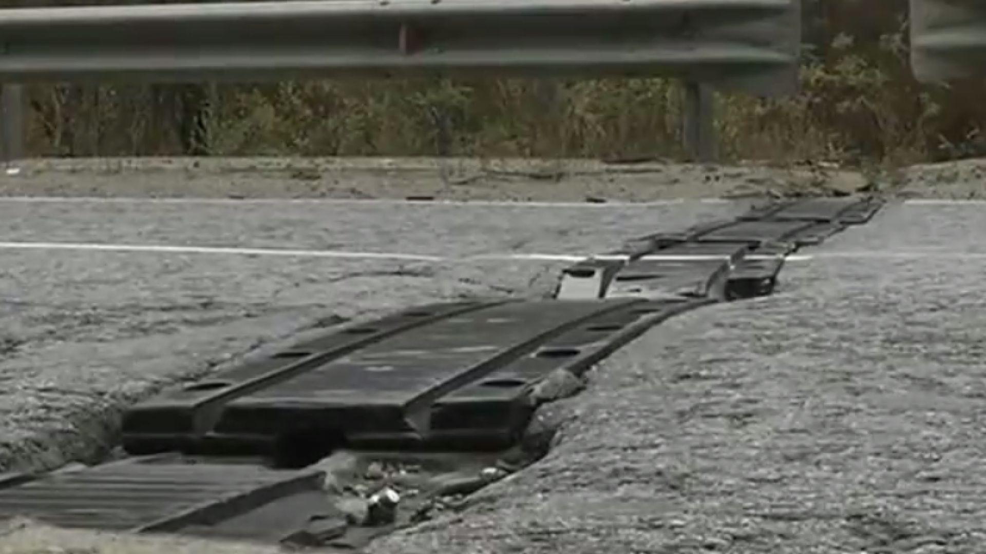 Метални шини пукат гуми на Прохода на Републиката