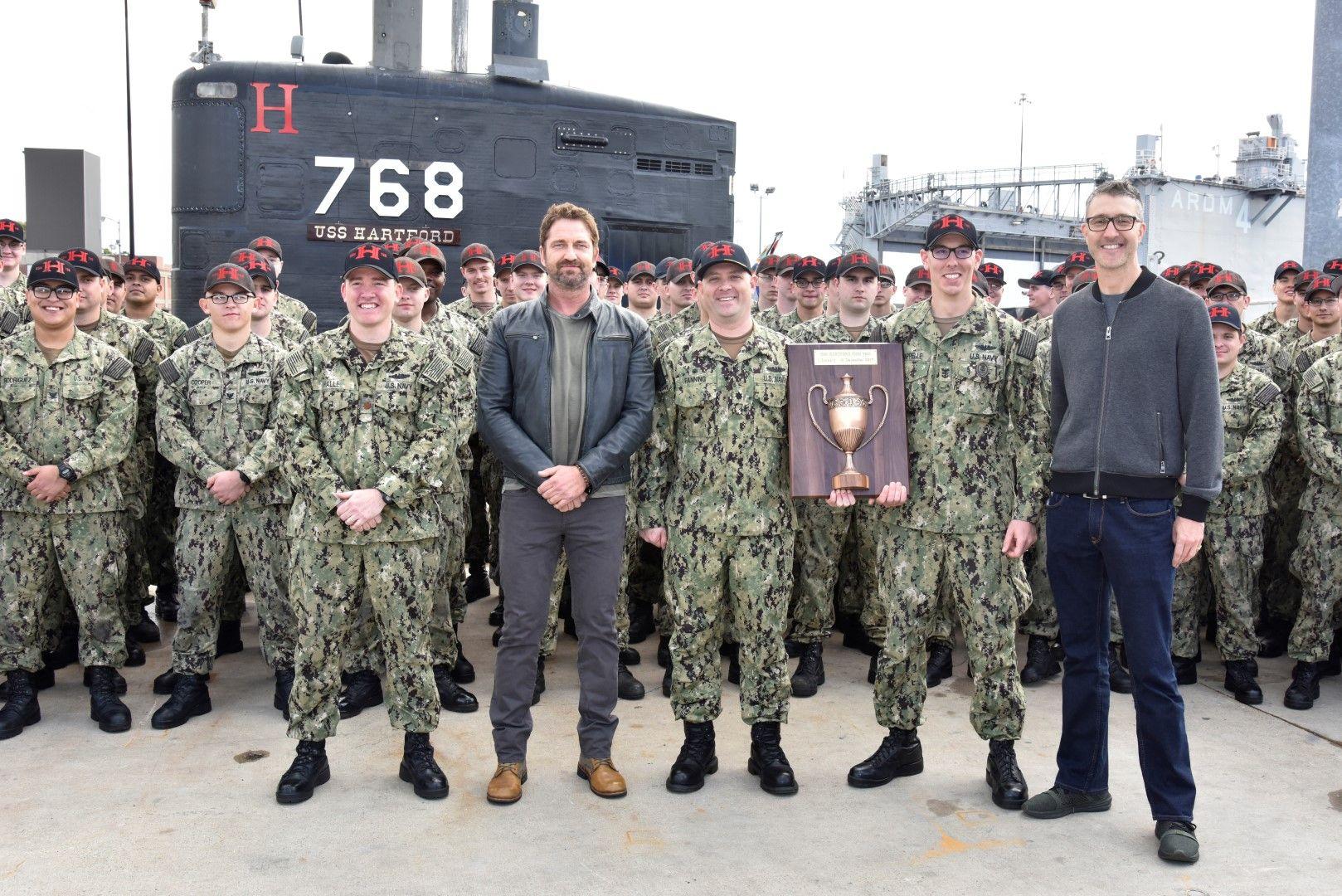 Джерард Бътлър на подготовка за филма във военноморска база във Великобритания
