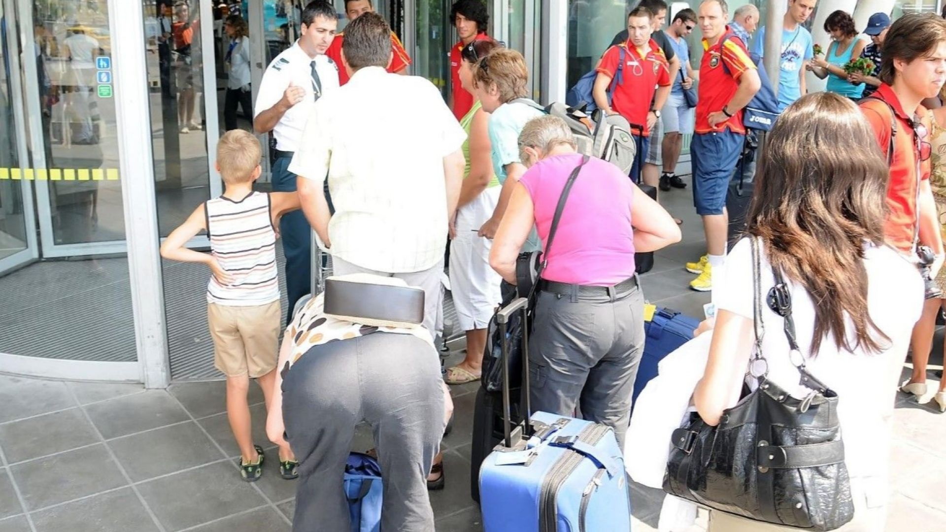 Калфин: Над един милион българи се канят да заминат в чужбина