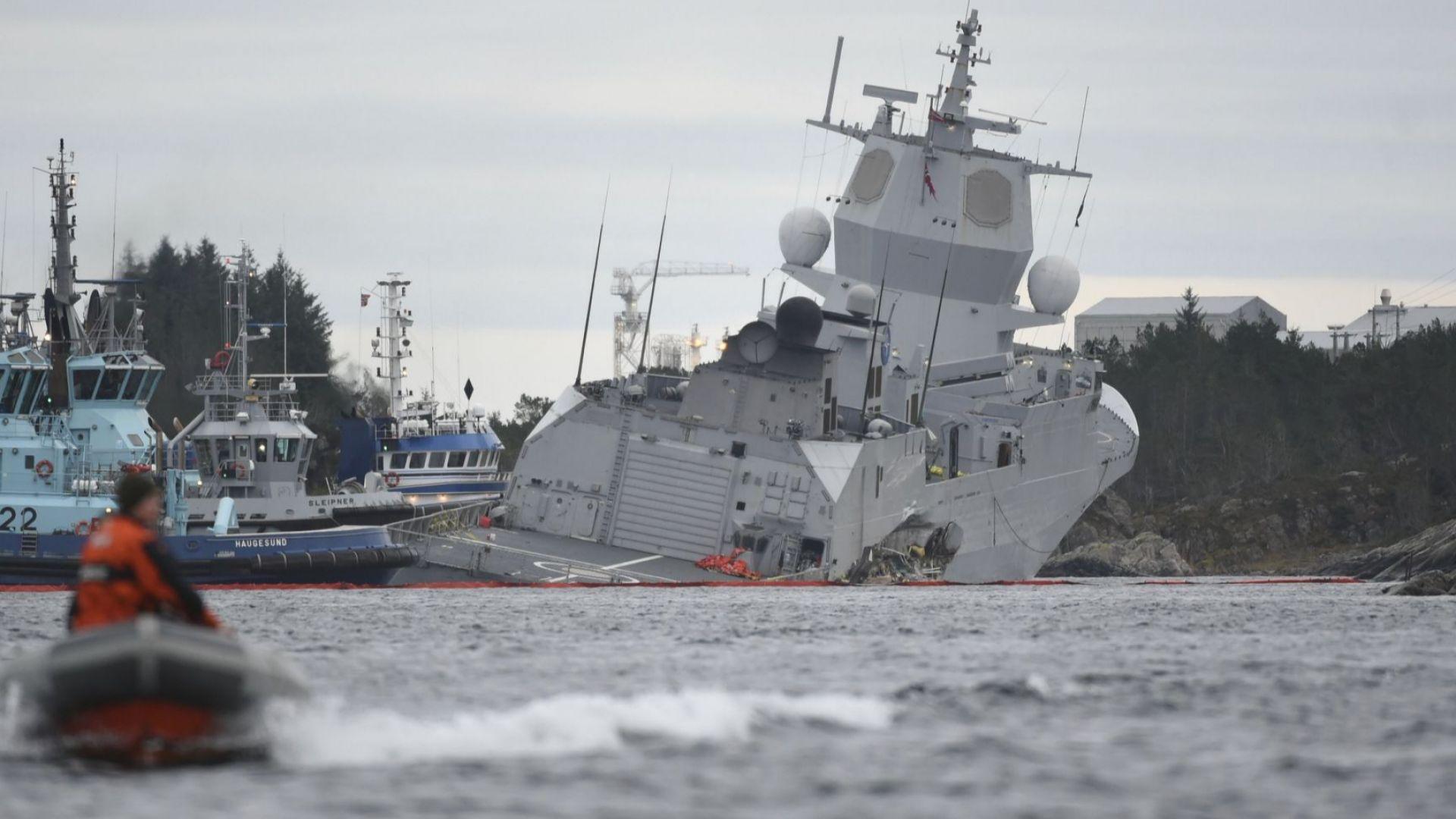 Военна фрегата и танкер се удариха край Норвегия (видео)