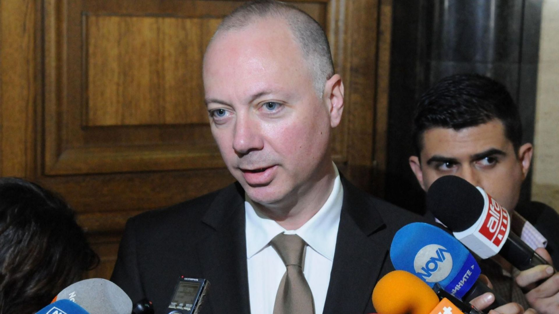 Транспортният министър мисли седмица за оставките в БДЖ
