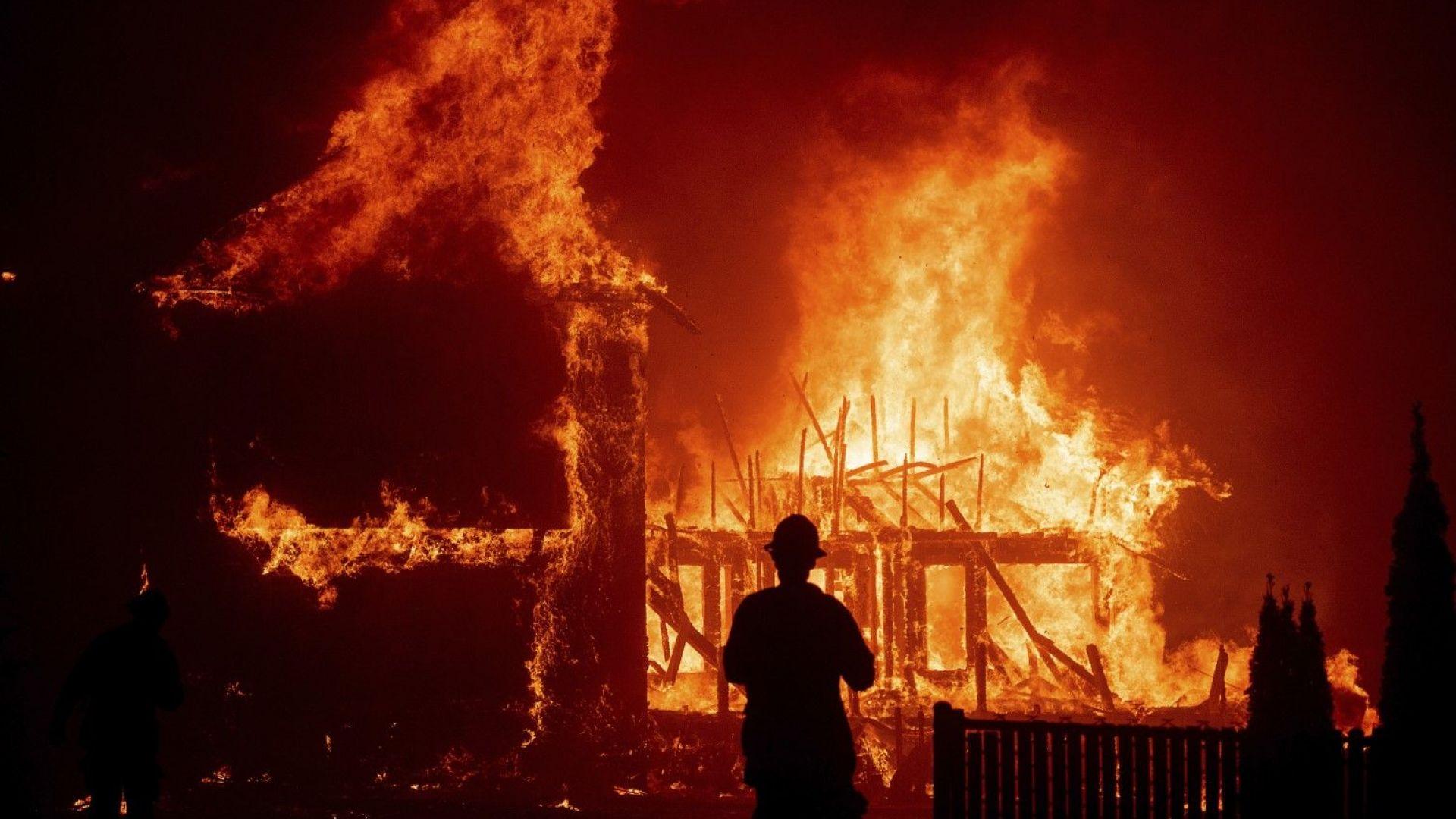 Огнено бедствие опустоши цял град в Калифорния (снимки)