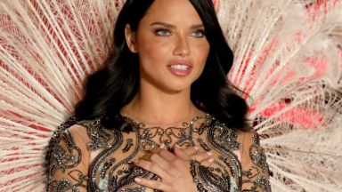 Ангелите на Victoria's Secret разгорещиха Ню Йорк. Адриана Лима се разплака (снимки)