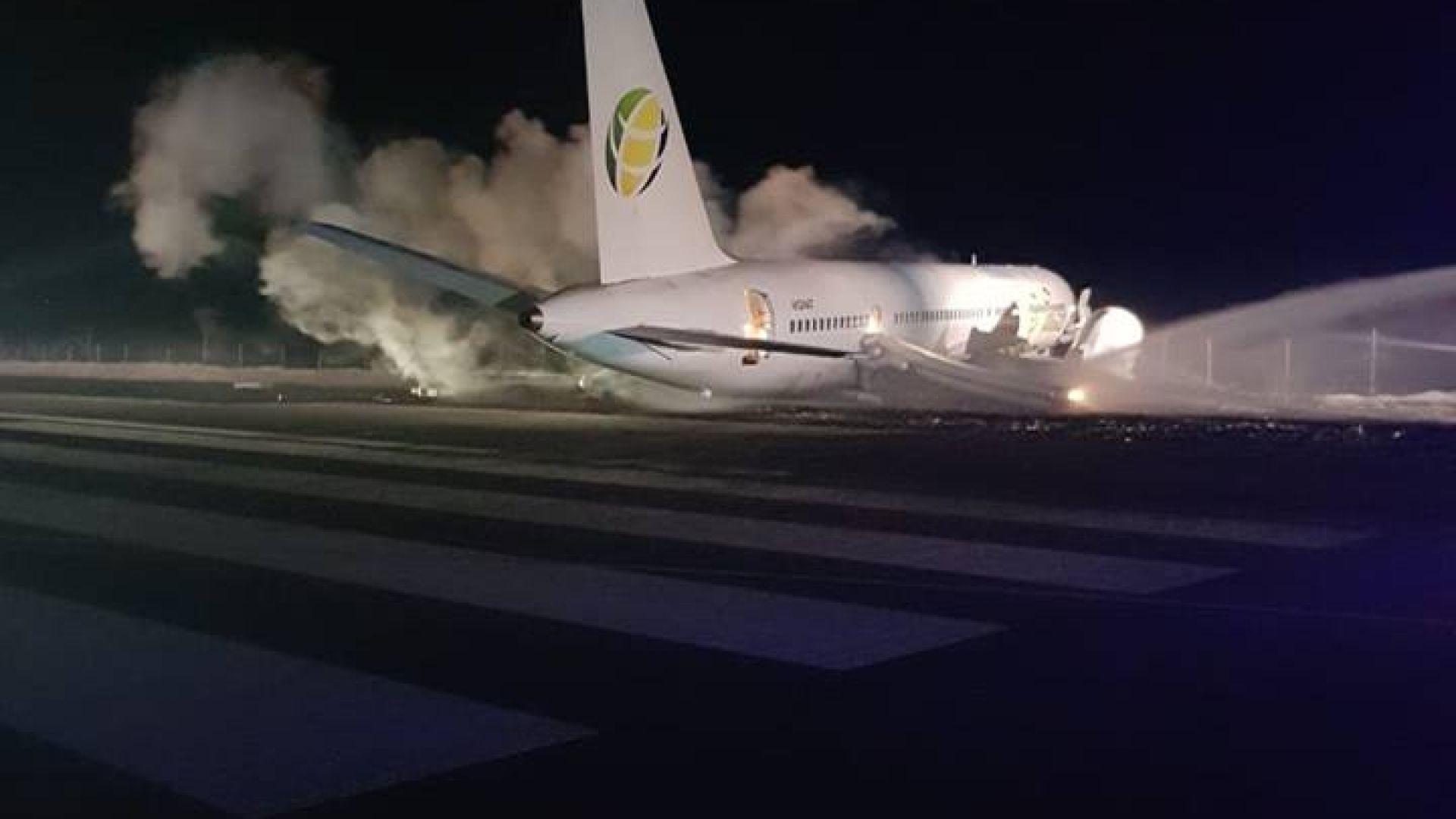 Най-малко 6-има ранени при аварийно кацане на самолет