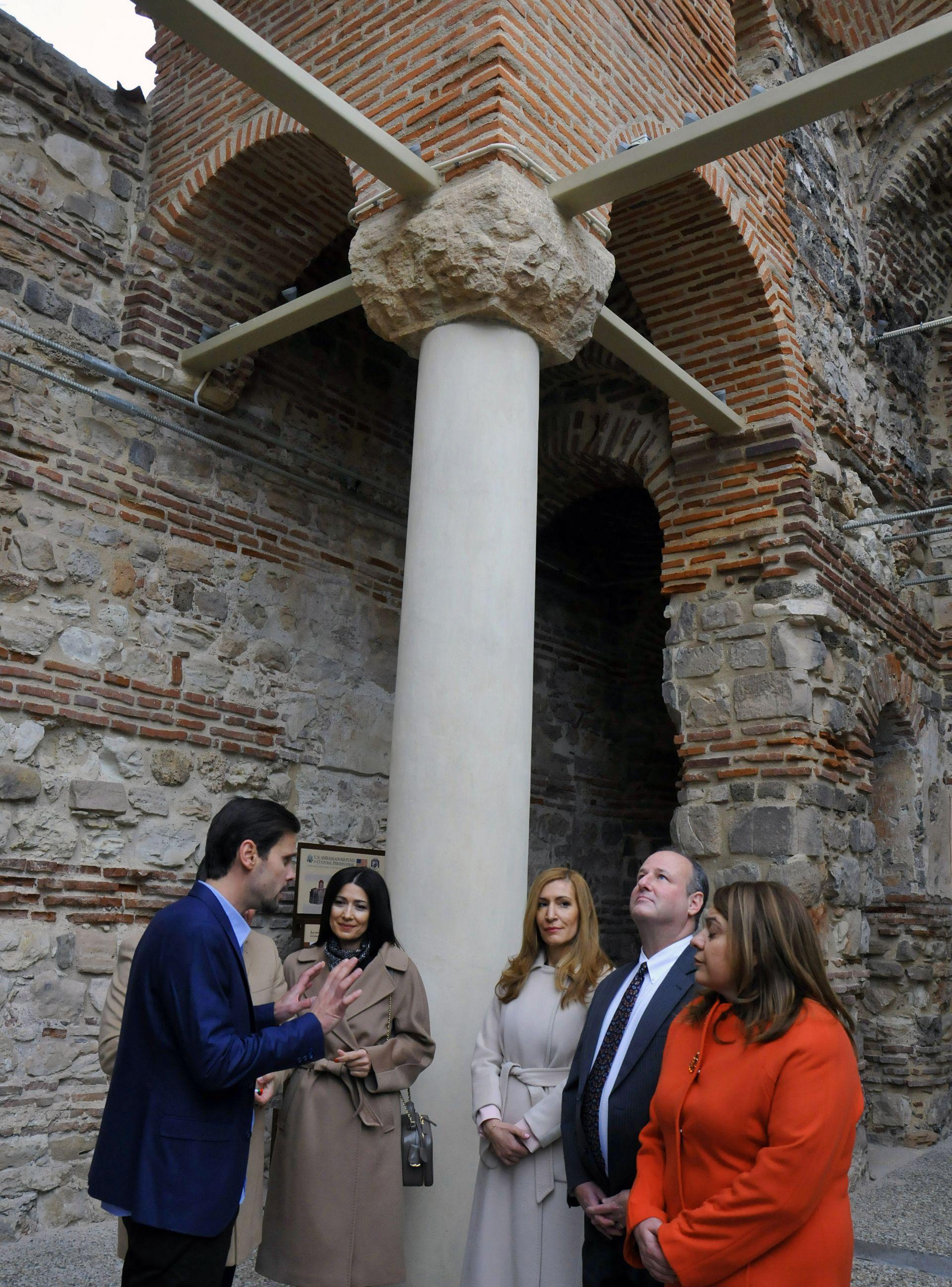 Храмът е възстановен с финансовата подкрепа на Посланическия фонд за опазване на културното наследство от САЩ