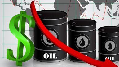Цената на петрола спадна под $64 за първи път от 9 март