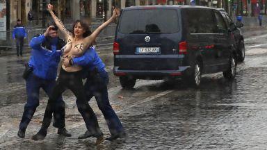 Активистки на Фемен изскочиха пред колата на Тръмп (снимки)
