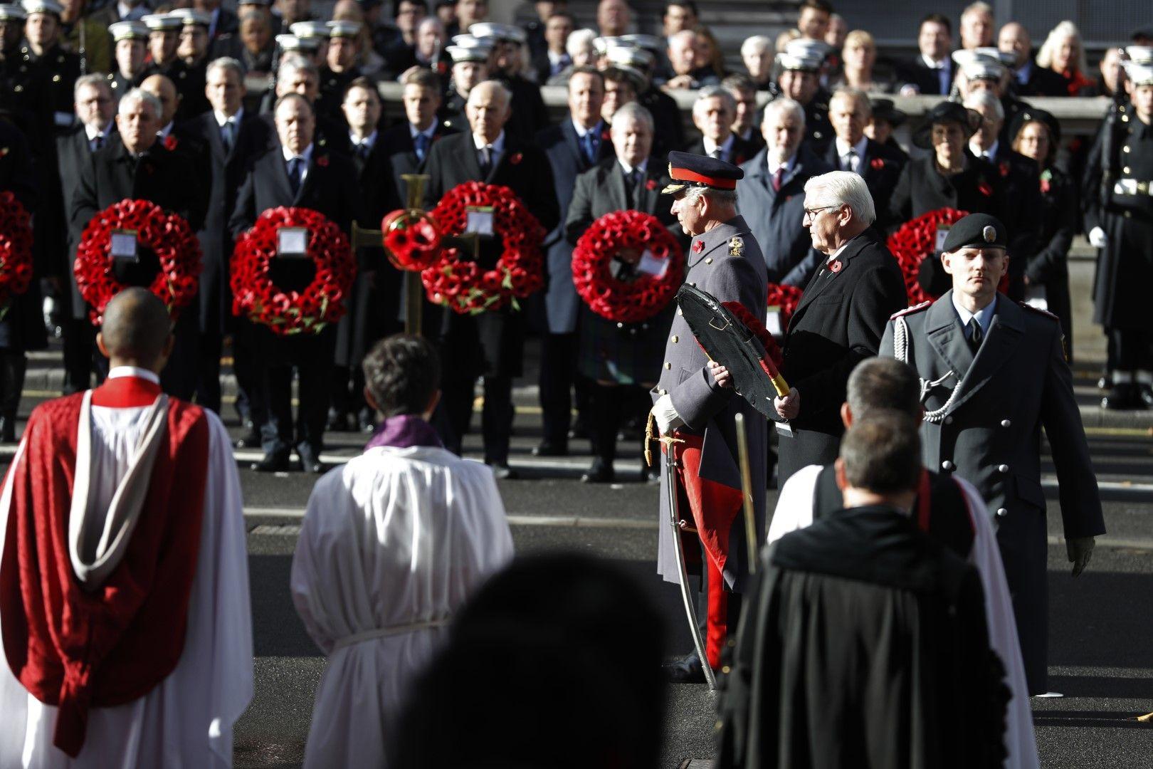 Германският президент Франк-Валтер Щайнмайер поднася венец пред военния мемориал в Лондон
