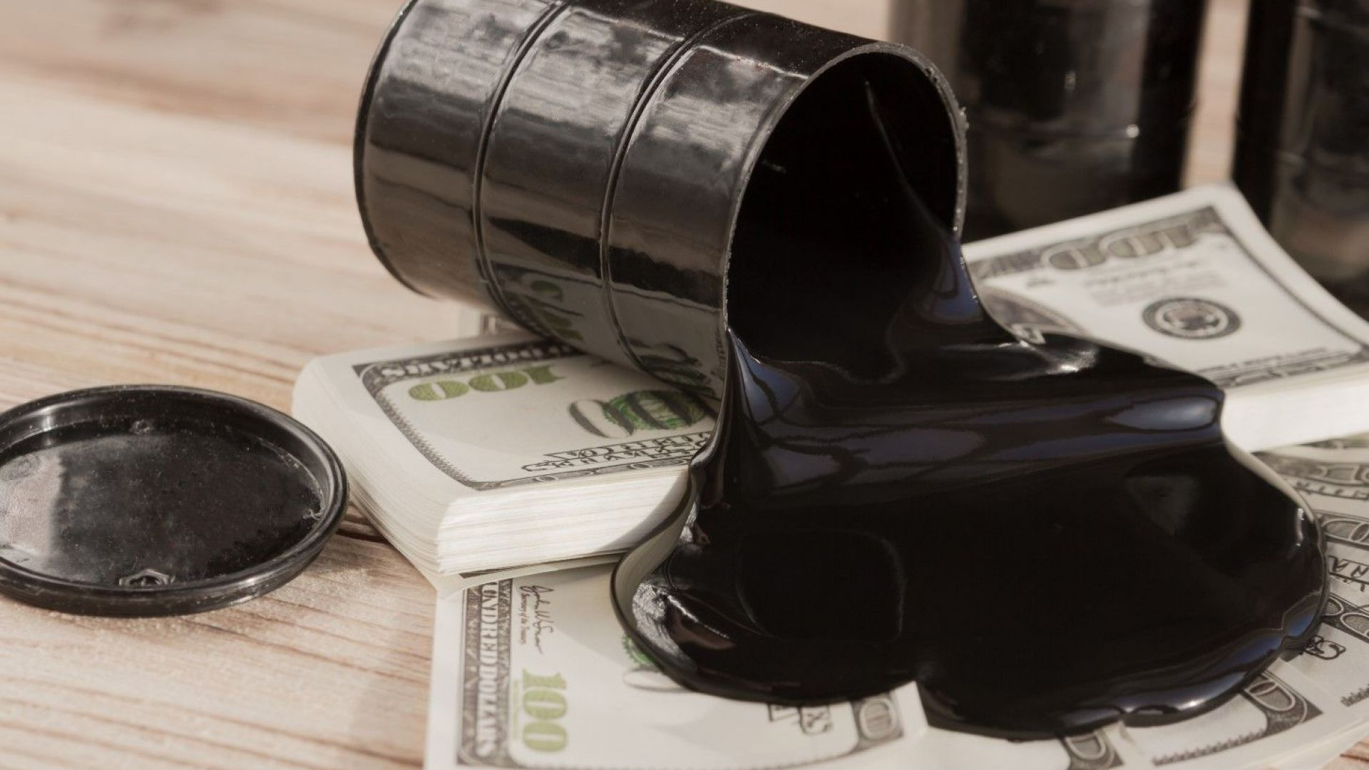 Иран пусна евтин петрол и продаде 700 000 барела за ден