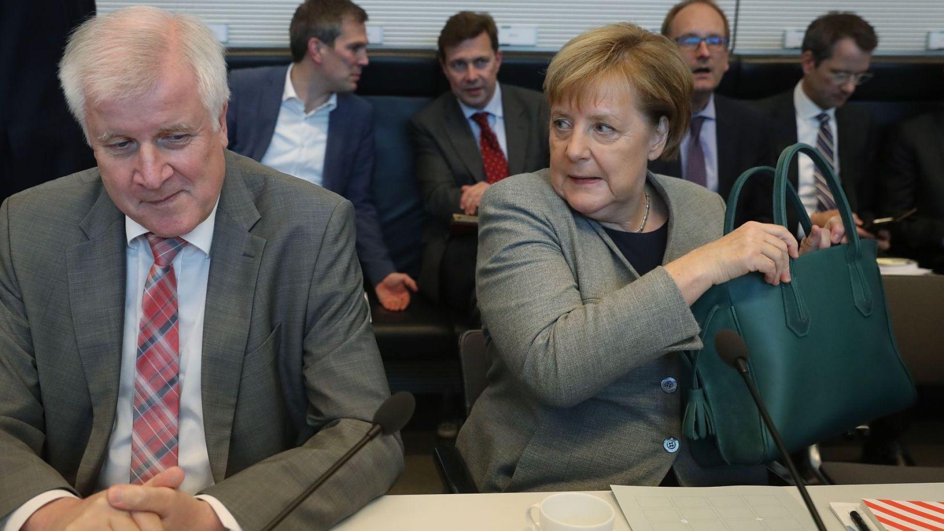 """""""Шпигел"""": След Меркел и лидерът на ХСС Зеехофер  напуска политиката"""