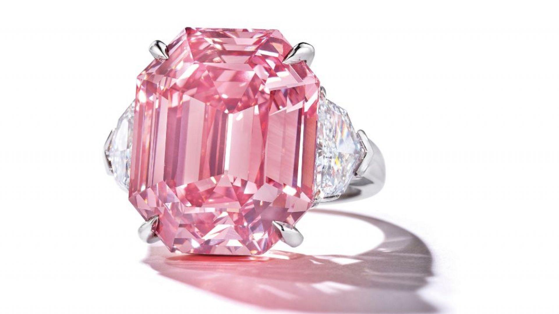 """Пускат на търг в Женева най-големия розов диамант, познат като """"Розово наследство"""""""