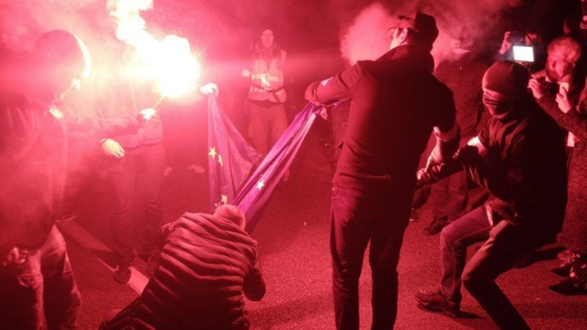 Изгориха знамето на ЕС на шествие в Полша