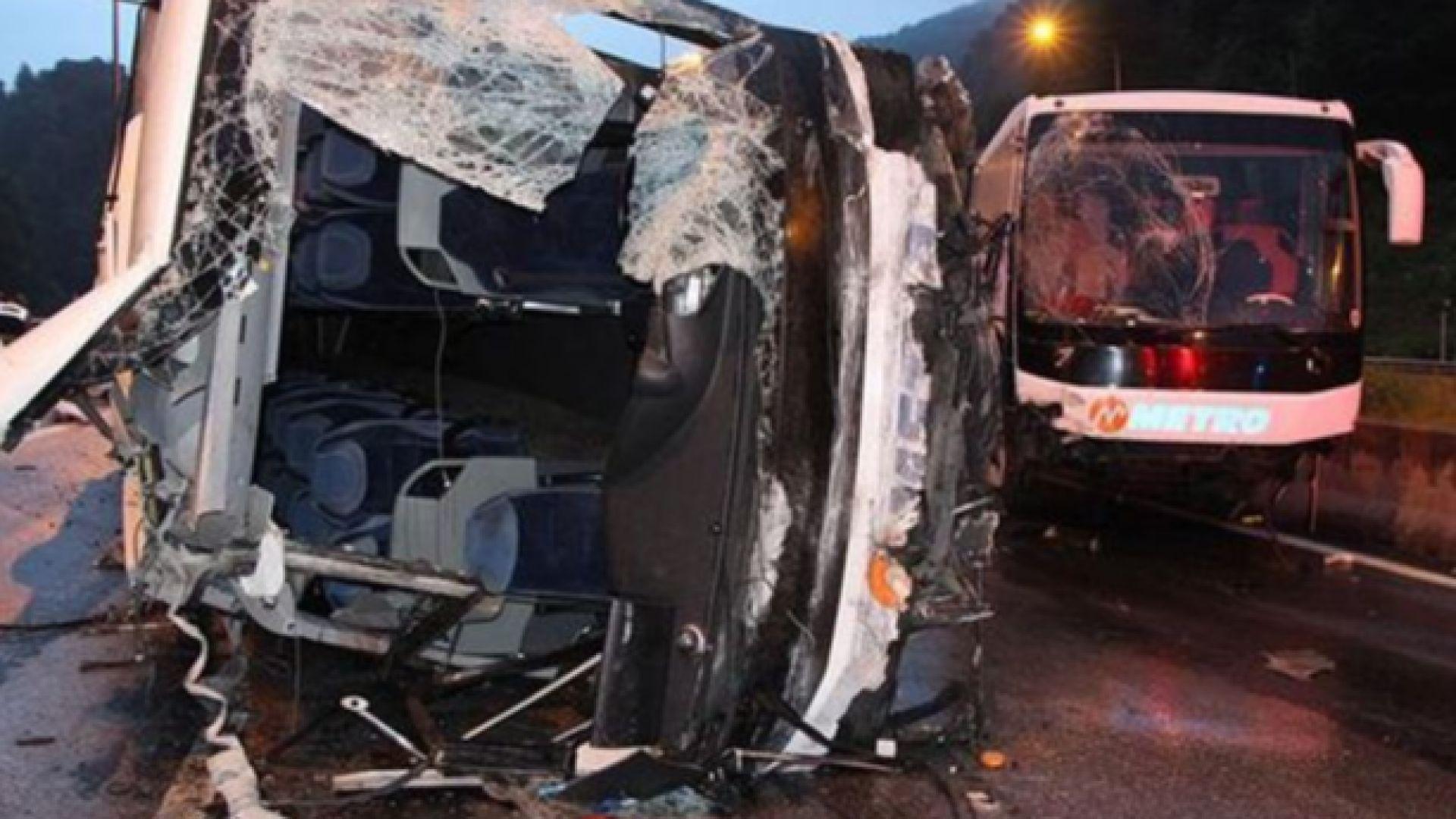 11 ученици бяха ранени  при катастрофа на два автобуса  в Северозападна Турция