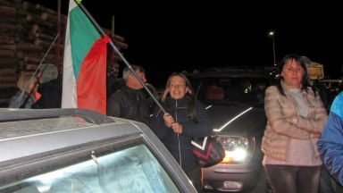 """300 гневни перничани затвориха магистрала """"Люлин"""""""