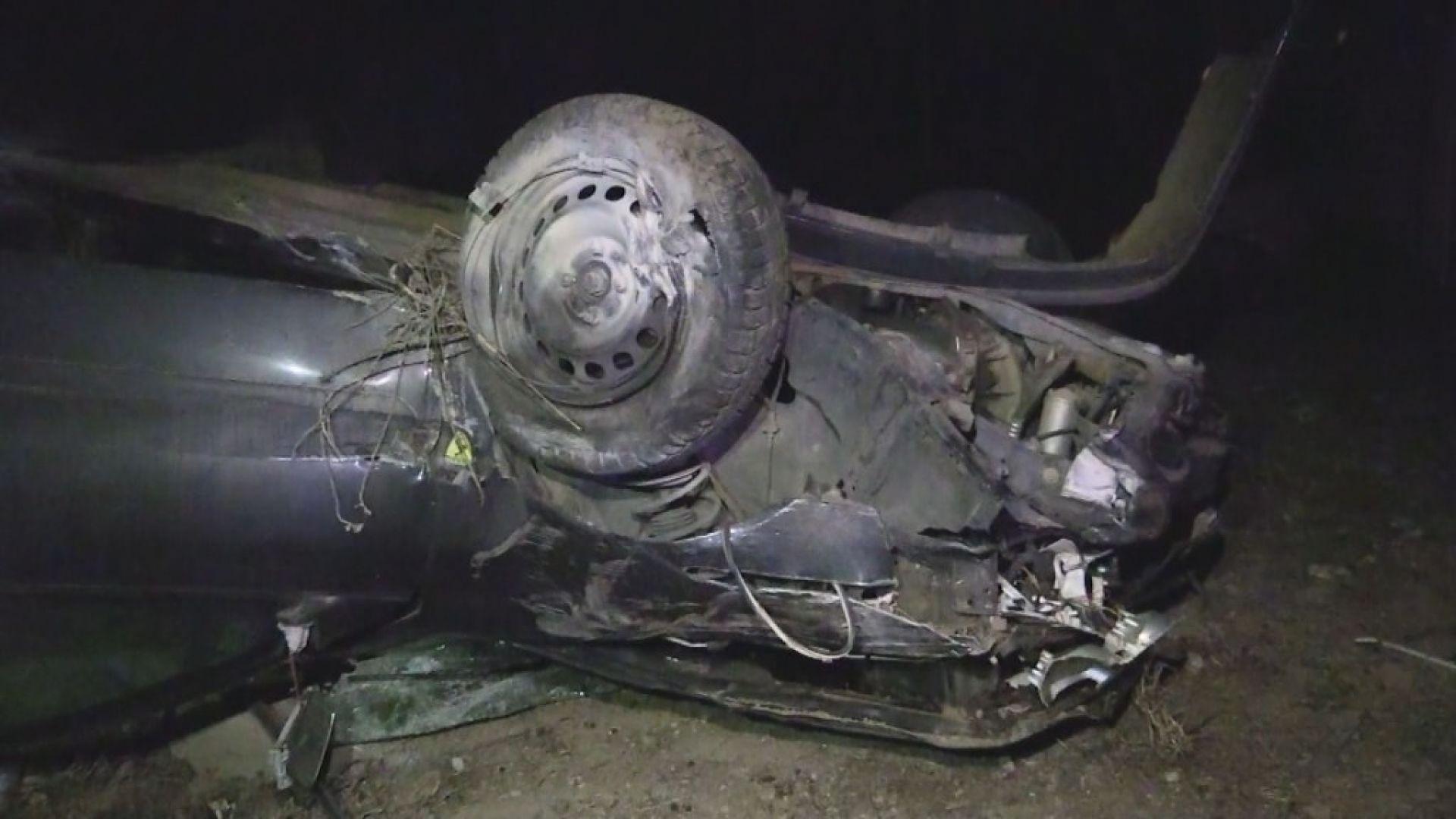 Тежка катастрофа с бременна жена след удар в коне на пътя (видео)