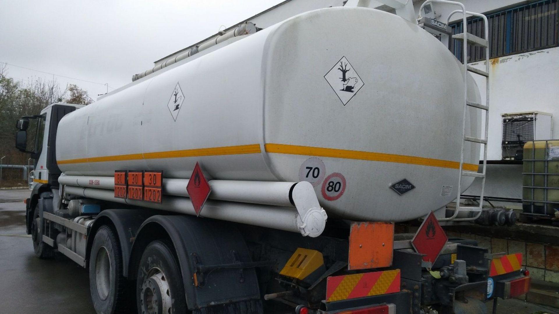 5 бензиностанции запечатани при акция на митничари, полицаи, данъчни и метролози