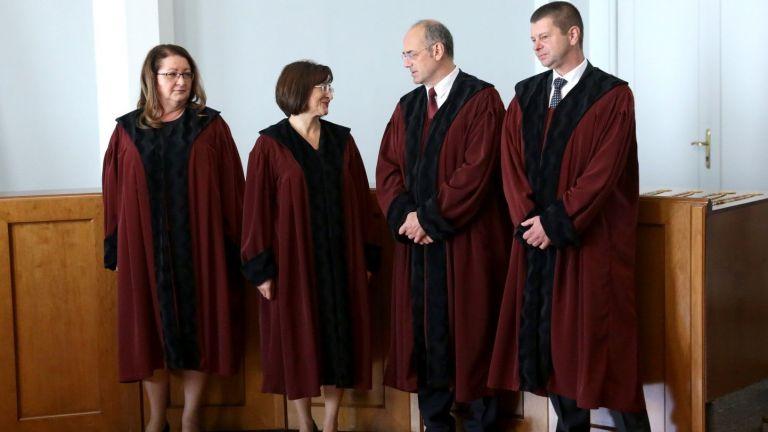 Пленумът на Върховния касационен съд (ВКС) отправи искане доКонституционния съд,