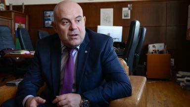 Гешев: Открити са 1 млрд. лв. в банкова сметка на Банев в Швейцария
