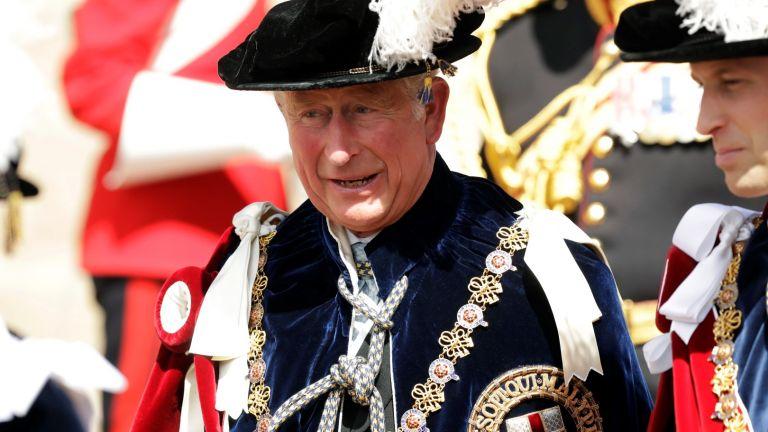 Един принц на 70 в очакване да стане крал (снимки)