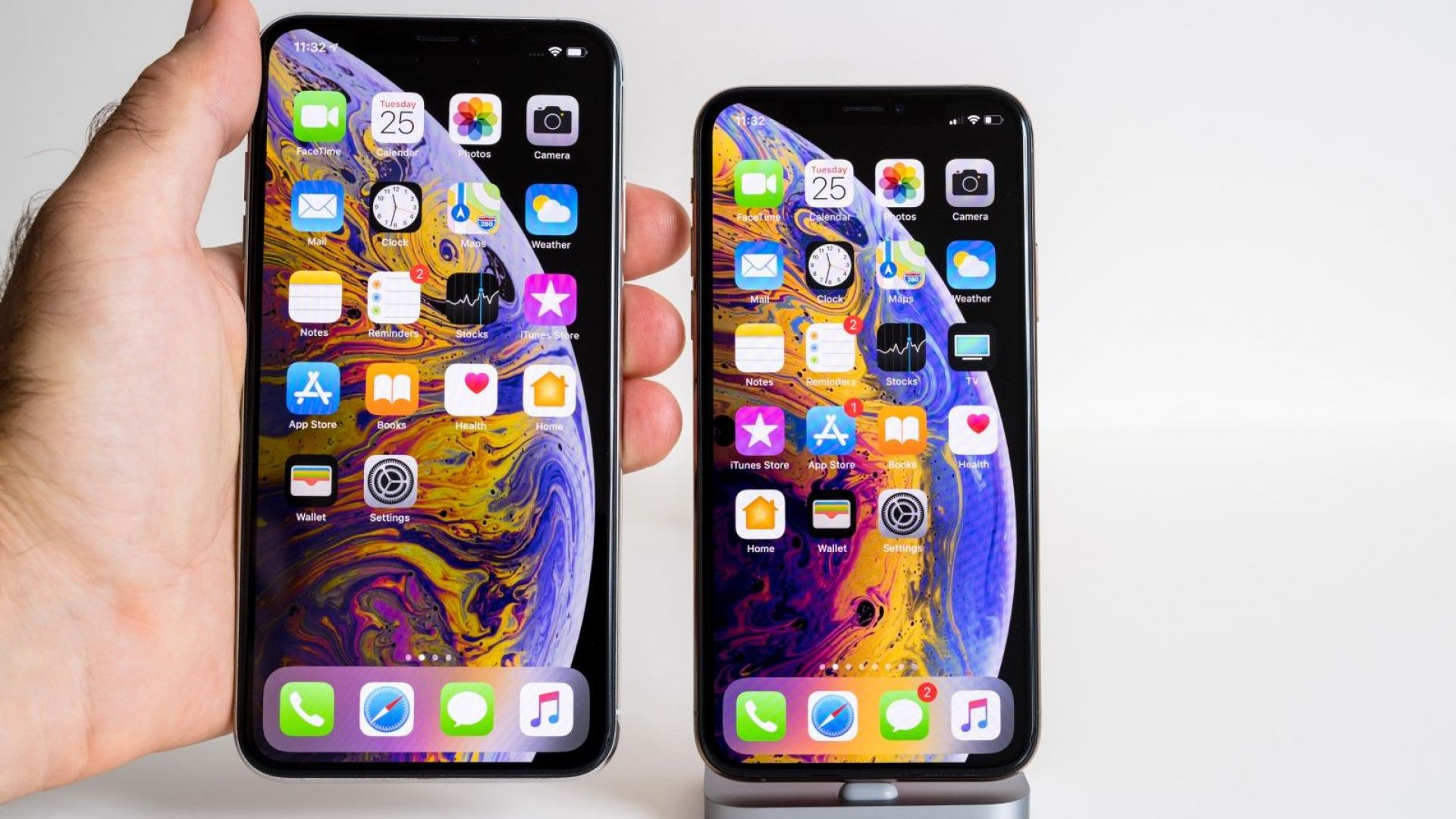 Apple двойно намалява производството на iPhone Xs Max