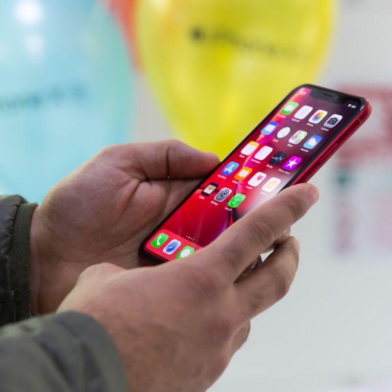 Apple свива производството на смартфони