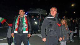 Напрежението във Варна ескалира, полицаи използваха лютив спрей