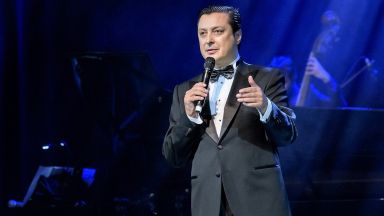 """VIP съзвездие аплодира мегаспектакъла на Васил Петров """"Синатра: Вегас"""" 2"""