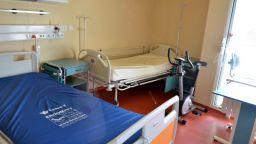 Министри, а не депутати ще откриват болници