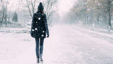 13 см сняг и заледени пътища в планинските райони