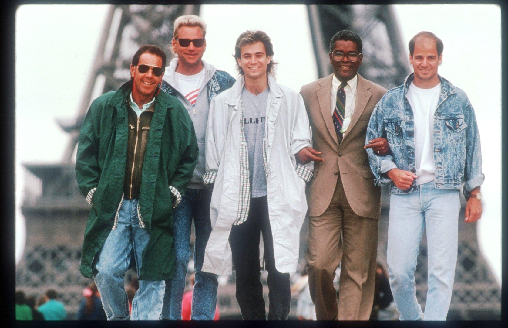"""1990 г. - Агаси с треньора Ник Болетиери (вляво) в Париж преди """"Ролан Гарос""""."""