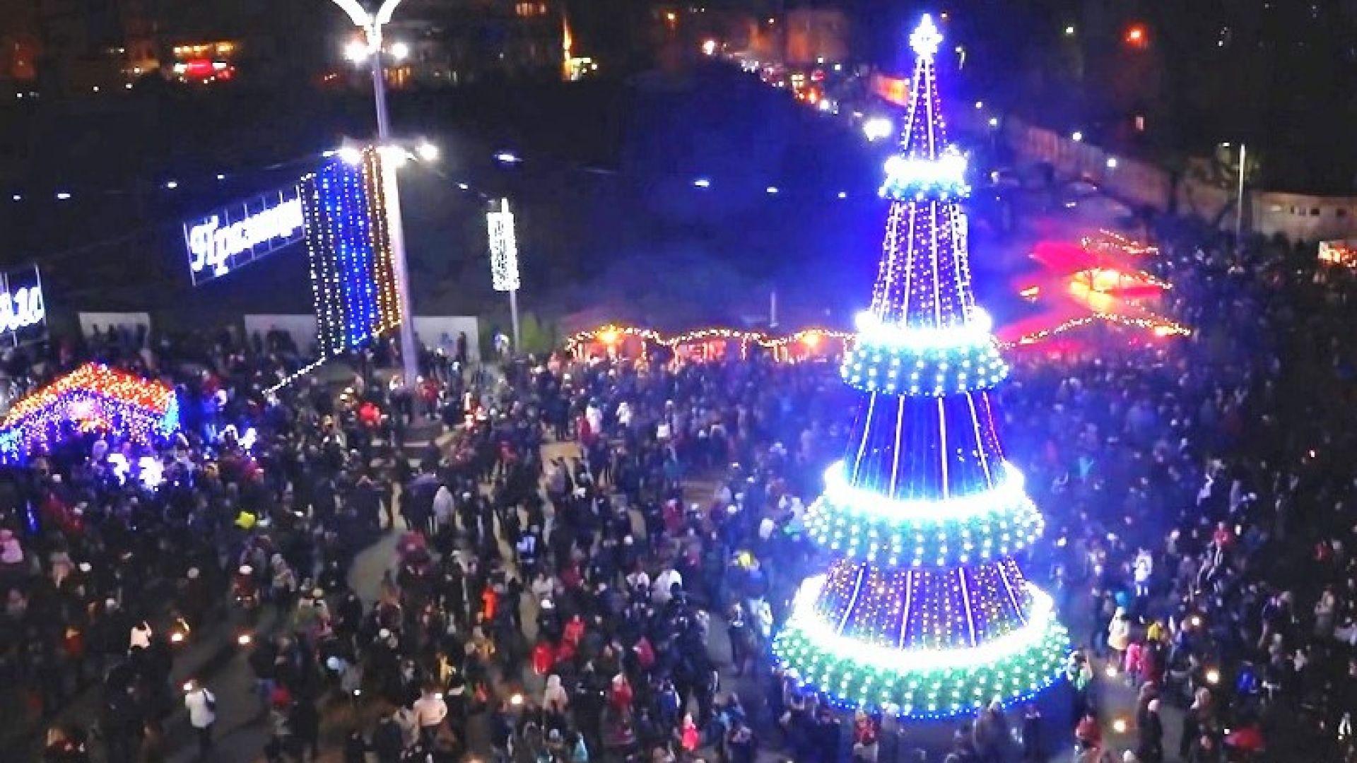 "Бургас с три нови елхи и ""звездно небе"" над главната улица"