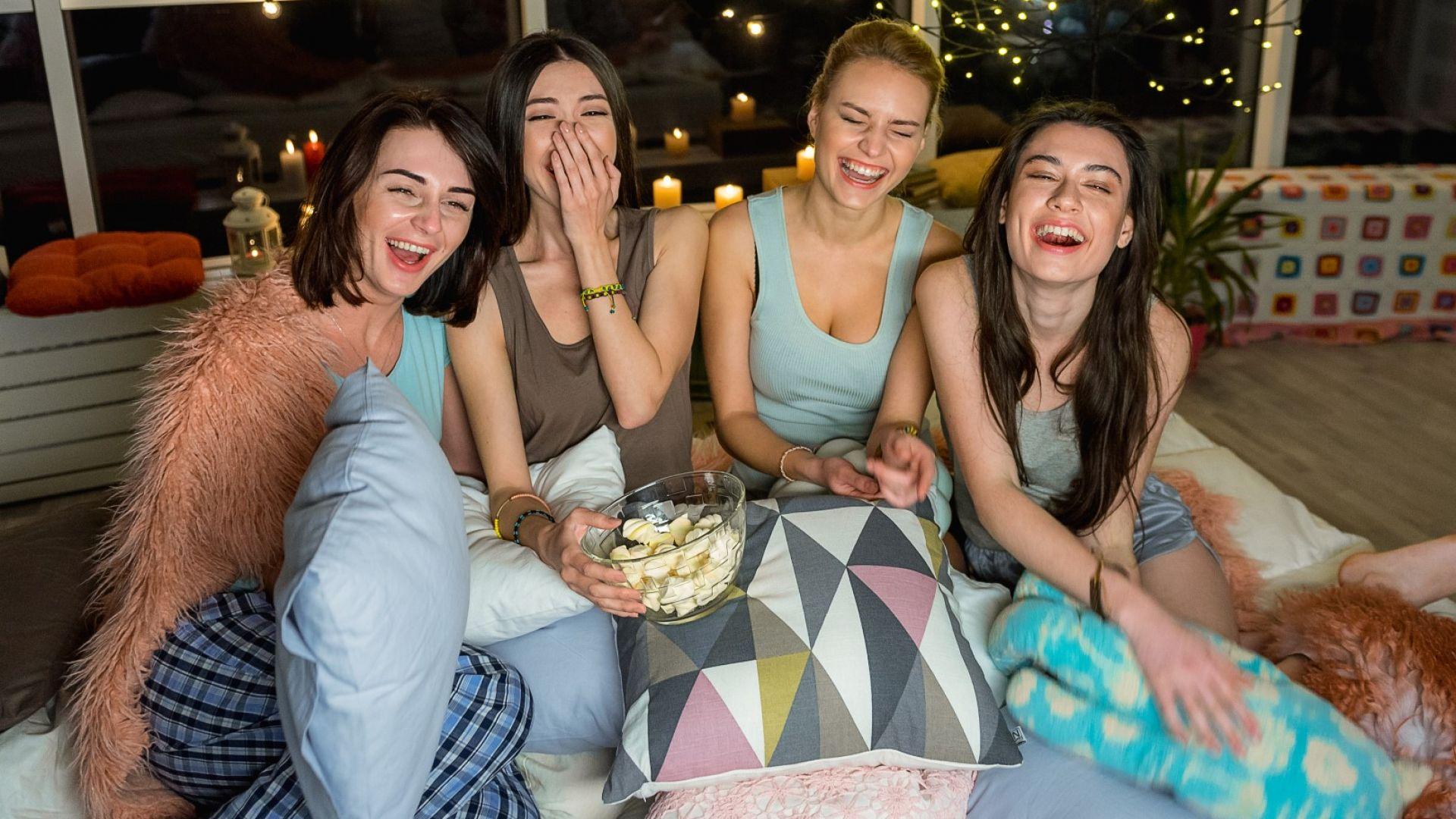 11 филма, които да гледаме с приятелки на чаша вино