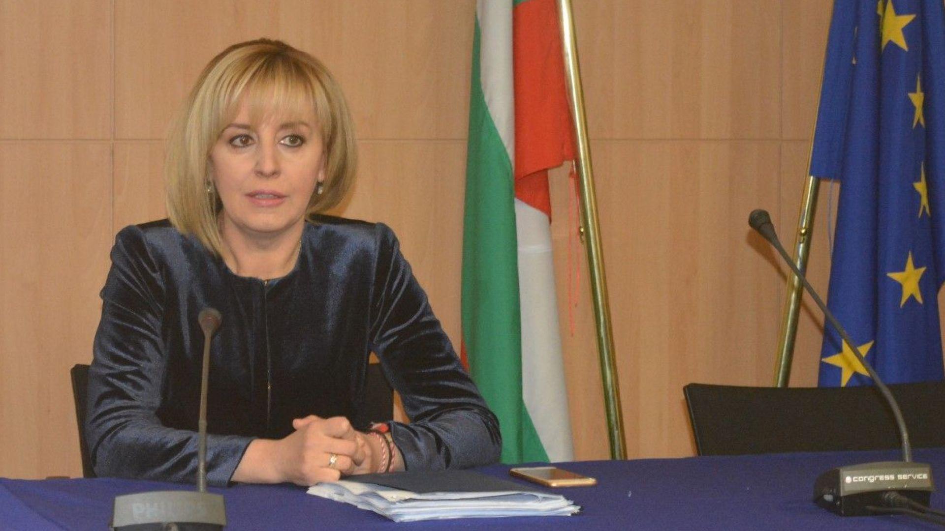 Мая Манолова задава 6 въпроса за цените на горивата