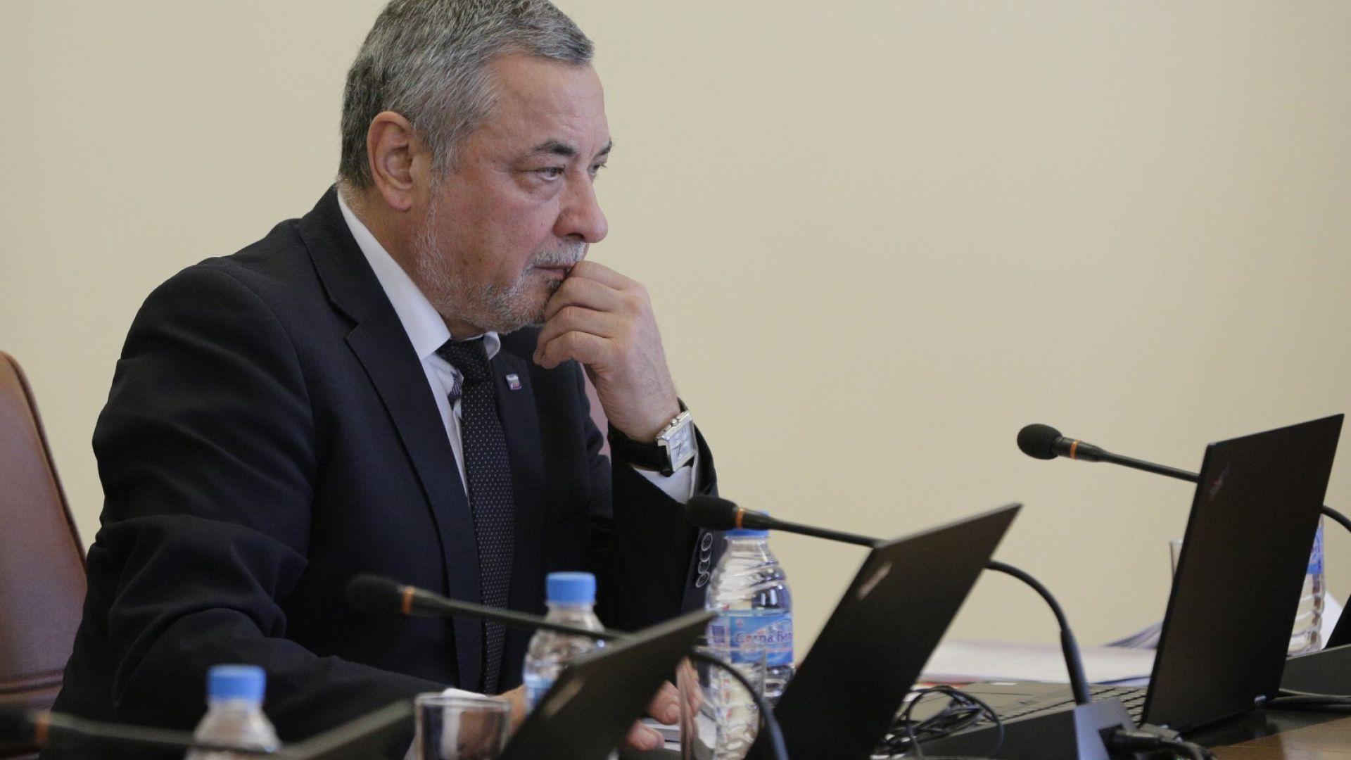 Валери Симеонов хвърли оставка (видео)