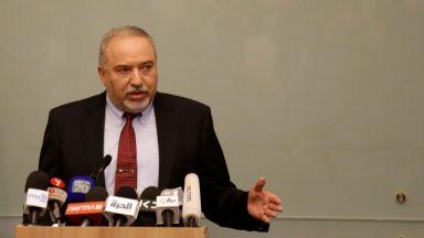 """Удар по Нетаняху: Израелският военен министър напусна заради """"капитулация пред тероризма"""""""