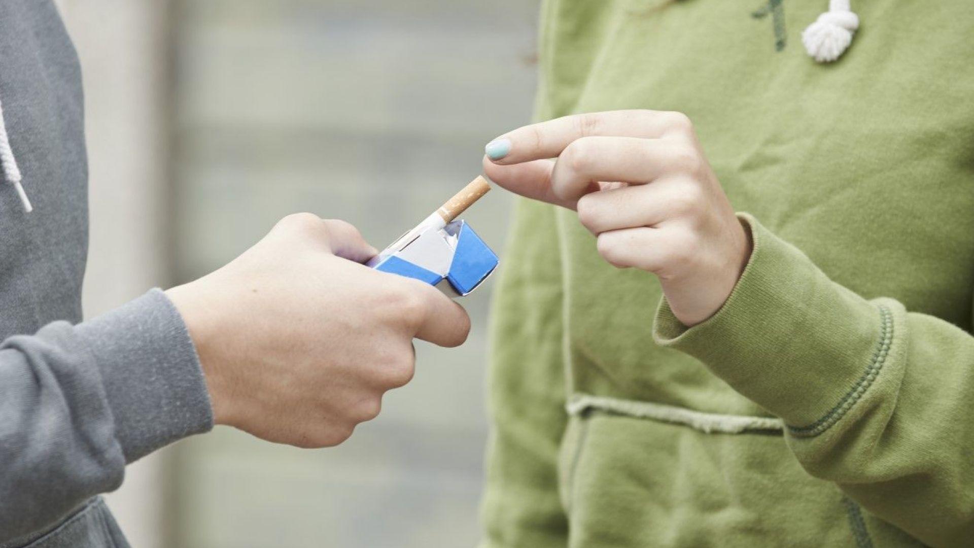 Всяко трето българско момиче на 15 години пуши редовно, което